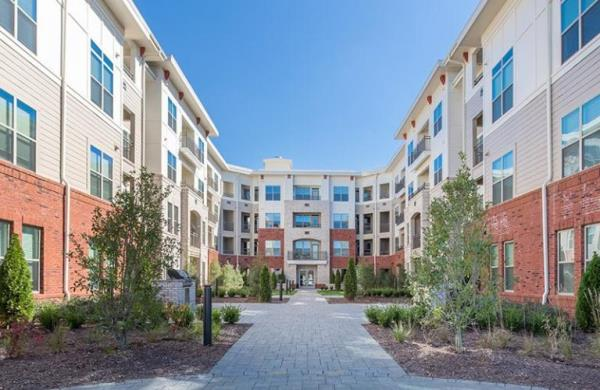 Luxury Apartment Community Defies Market Odds with High Performance Rental Rates and Lease Up