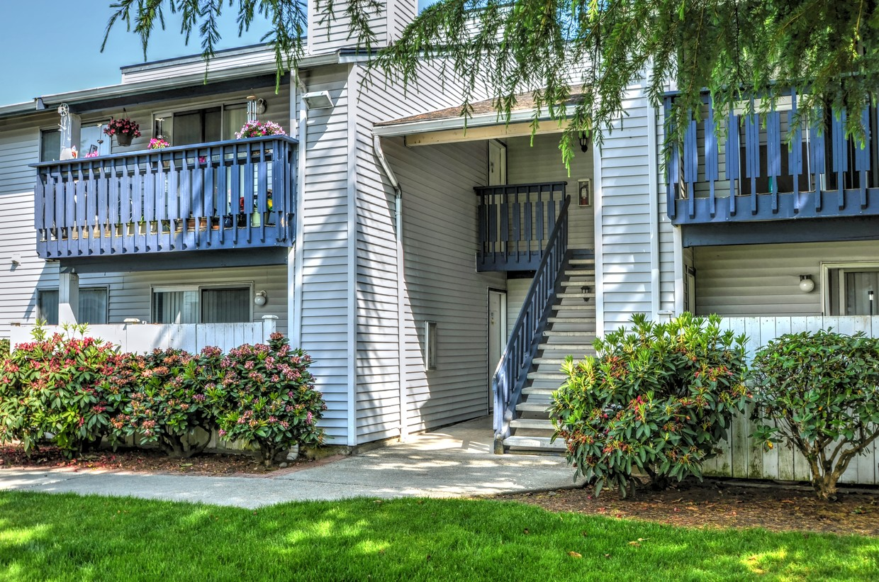Phoenix Realty Group and Hanover Real Estate Investors Acquire Two Multifamily Communities in Seattle for $79 Million