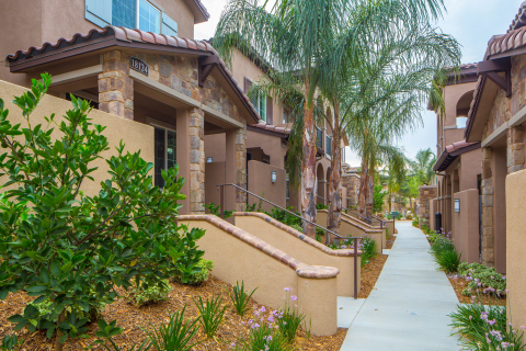 Kennedy Wilson Acquires 157-Unit Multifamily Community in Los Angeles Suburb for $61 Million