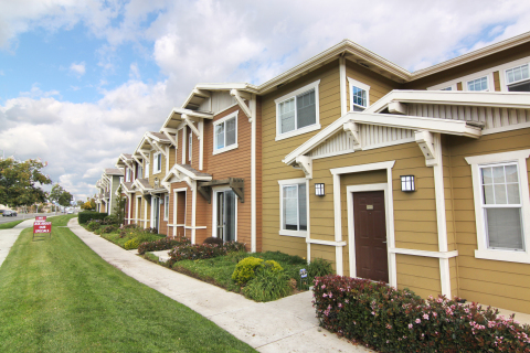 Kennedy Wilson Acquires 208 Unit Apartment Community in Central California for $47 Million