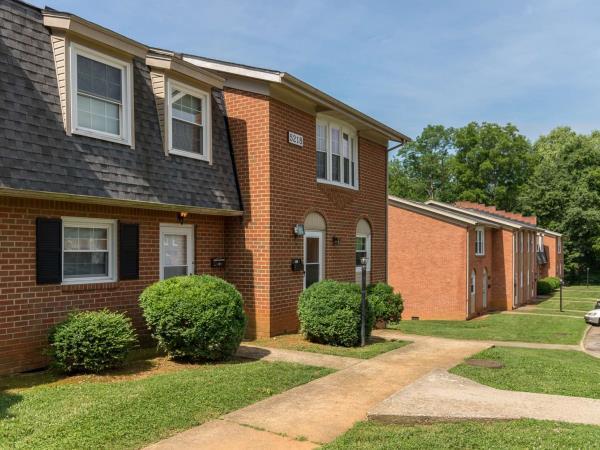 Four Mile Capital Acquires 234-Unit Multifamily Portfolio in Roanoke, Virginia for $13.85 Million