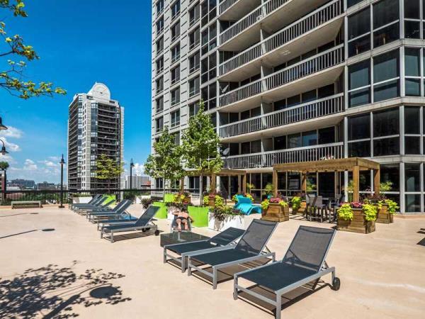 Golub and Alcion Ventures Acquire 306-Unit One East Delaware Luxury Apartment Tower in Chicago