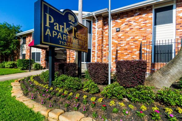 Auerbach Funds and Blue Magma Residential Acquires 587-Unit Apartment Community in Houston