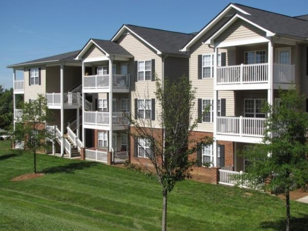 Robbins Electra Acquires 408-Unit Garden Apartment Community in Charlotte, North Carolina