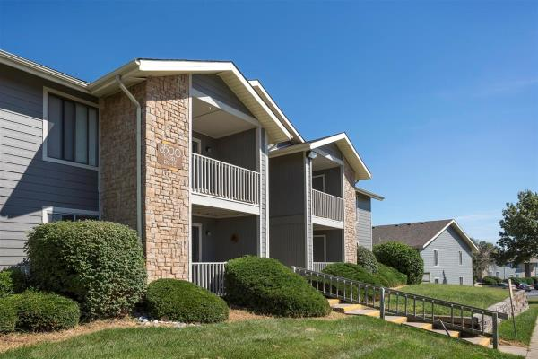PRG Real Estate Acquires 690-Unit Reserve at Barry Apartment Community in Kansas City, Missouri