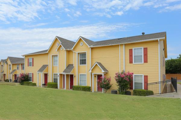 Denver Realty Group Acquires 138-Unit Savannah Pointe Apartments in Oklahoma City for $5.1 Million