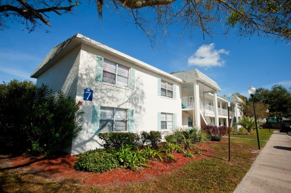 Navarino Property Group and Mayfair Investment Partners Acquire Seaside Apartments in Jacksonville