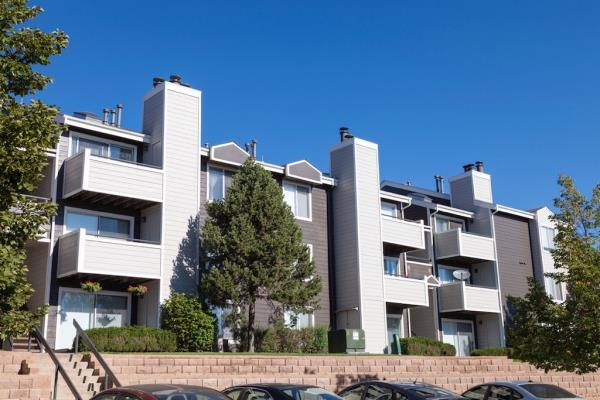 Oak Coast Properties and BMC Investments Acquire St. Moritz Apartments in Denver for $78 Million