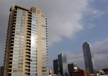 Dallas High-Rise Offers Lease Purchase Options