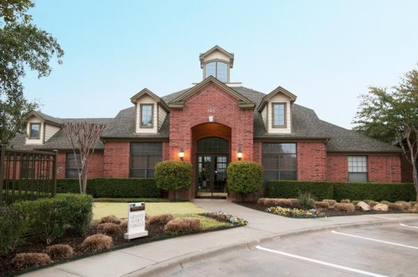 Bascom Group Acquires 436-Unit Towns of Riverside Apartment Community in Dallas Submarket