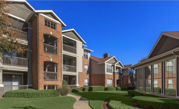 JLL Income Property Trust Acquires 328-Unit Luxury Apartment Community in Suburban Dallas