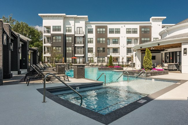Bluestone Properties Expands Portfolio With Addition of 260-Unit Vintage Gateway Apartments in Murfreesboro, Tennessee