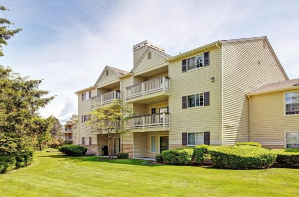 Joint Venture Group Acquires 304-Unit Waters Edge Apartments in Booming Puget Sound Region