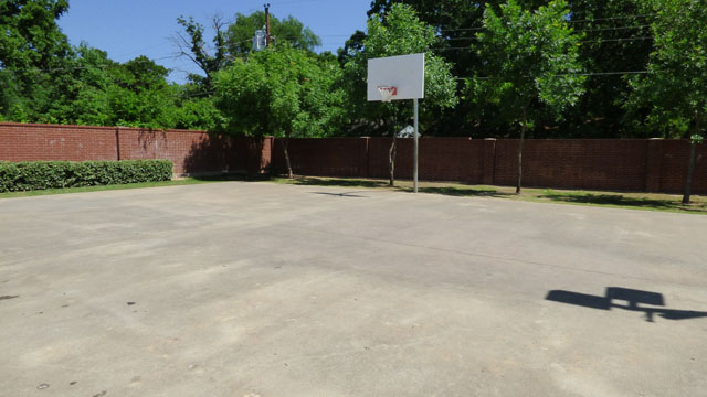 Basketball Court at Murdeaux Villas Apartments in Dallas, TX