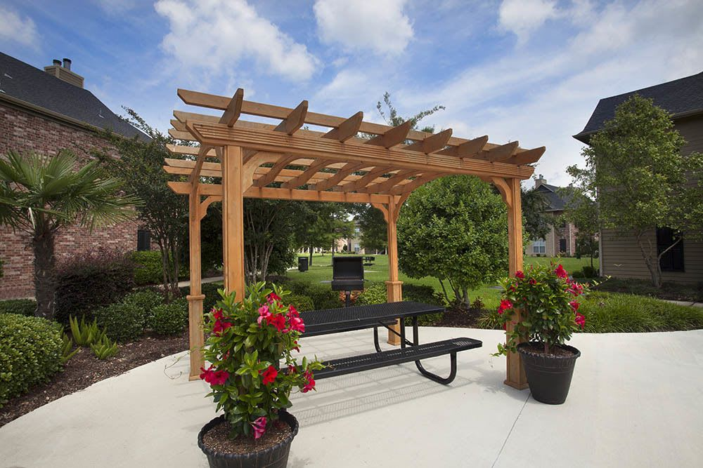 Outdoor Seating at Nelson Pointe Apartments in Lake Charles, Louisiana