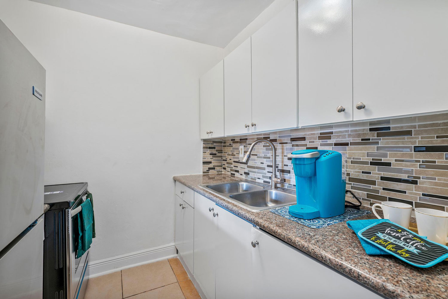 Fully Equipped Kitchen at New Castle Lake Apartments in Miami, FL