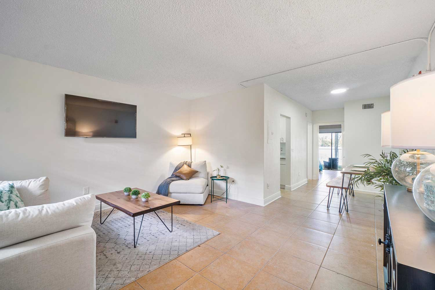 Spacious Floor Plan at New Castle Lake Apartments in Miami, FL