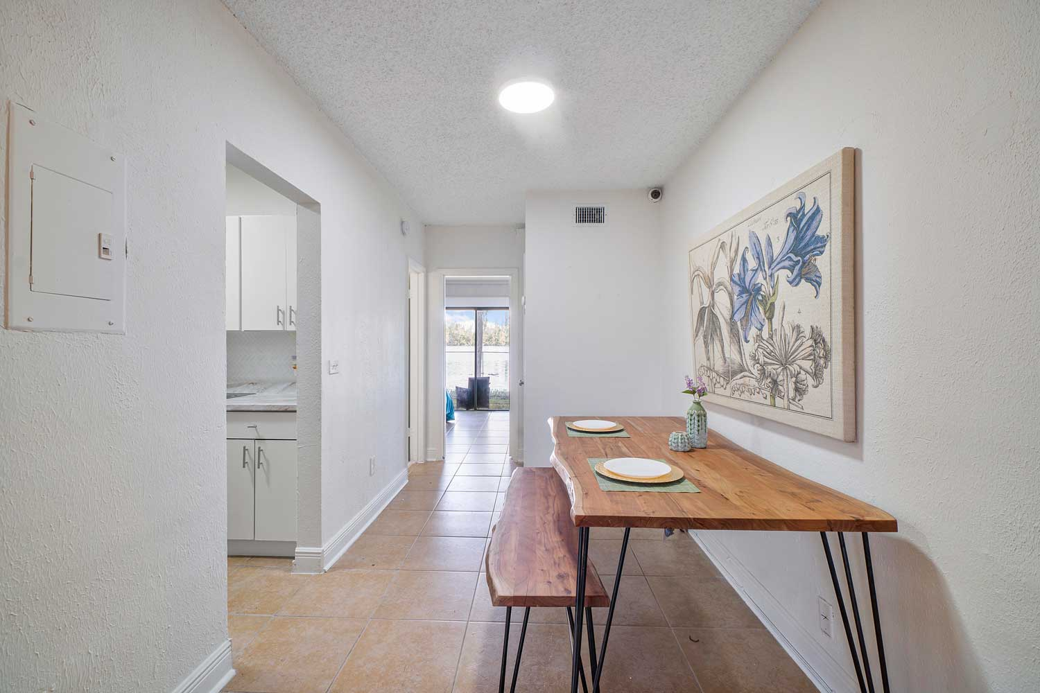 Dining Area at New Castle Lake Apartments in Miami, FL