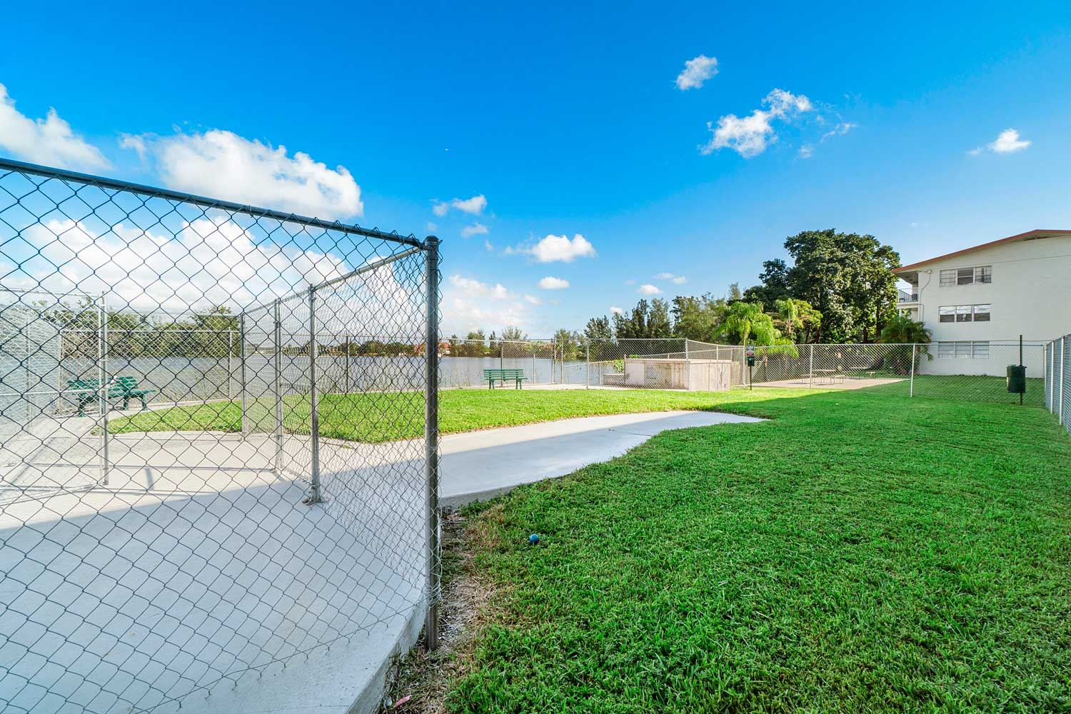 Apartments for Rent at New Castle Lake Apartments in Miami, FL