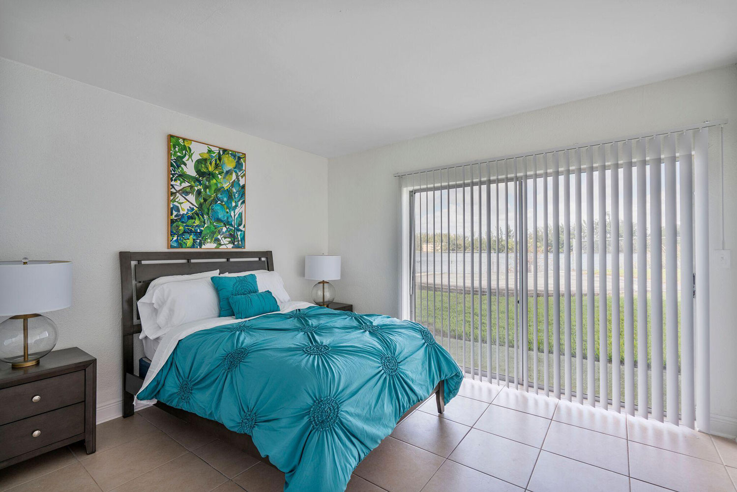 Window Coverings at New Castle Lake Apartments in Miami, FL