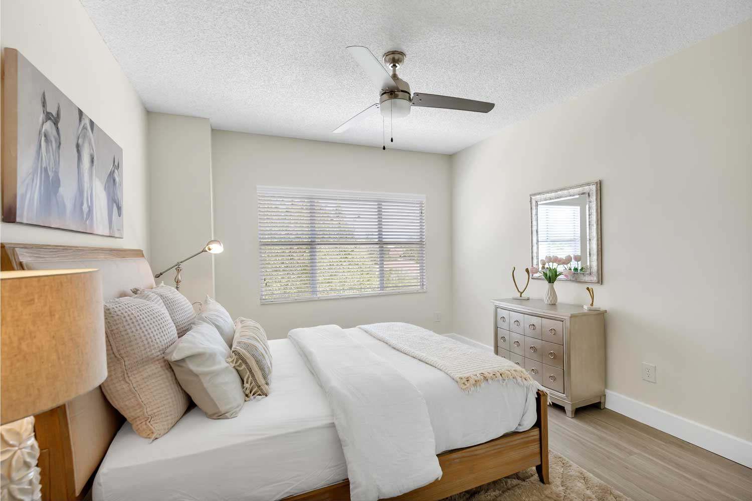 Package Delivery Available at New Castle Lake in Miami, FL