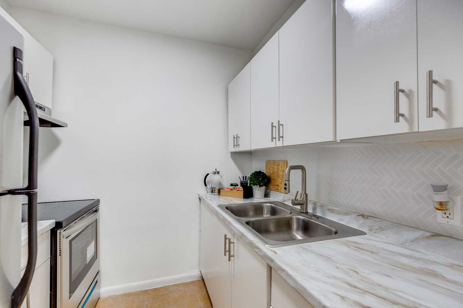 Stainless Steel Appliances at New Castle Lake in Miami, FL