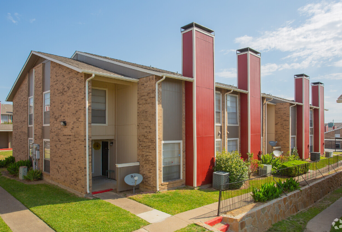 Mature Landscaping and Walking Paths at The Cassidy at Western Hills Apartments in Fort Worth, Texas