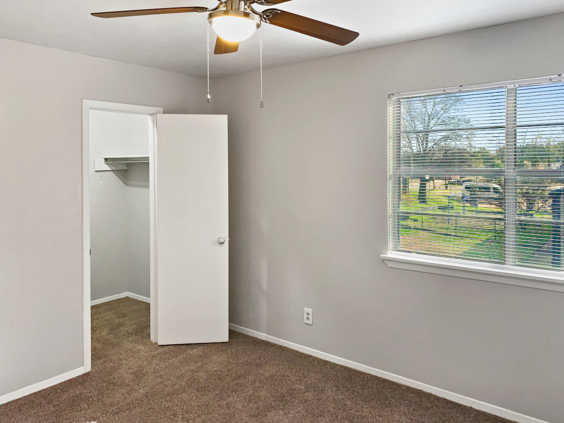 Warm Color Room at North Star Apartment Homes in Nacogdoches, Texas