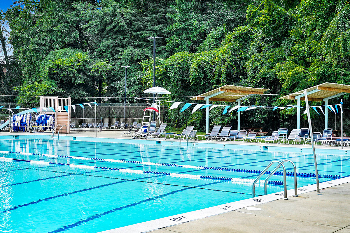 5 minutes to Long Branch swimming pool in Silver Spring, MD