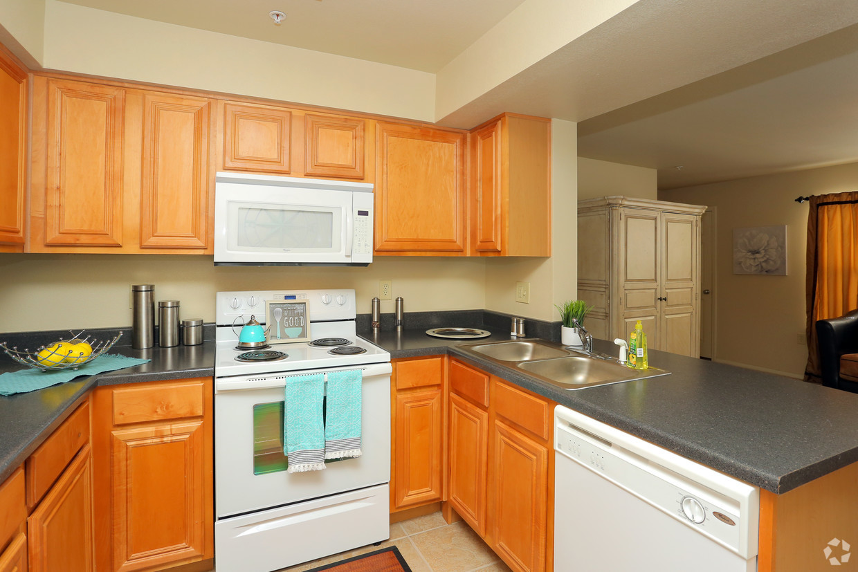 Fully Equipped Kitchen at the Oakmont Apartment Homes in Catoosa, OK