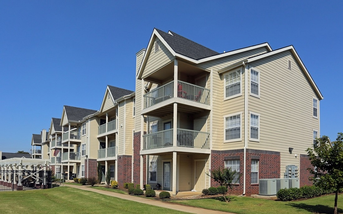 Exterior View at the Oakmont Apartment Homes in Catoosa, OK