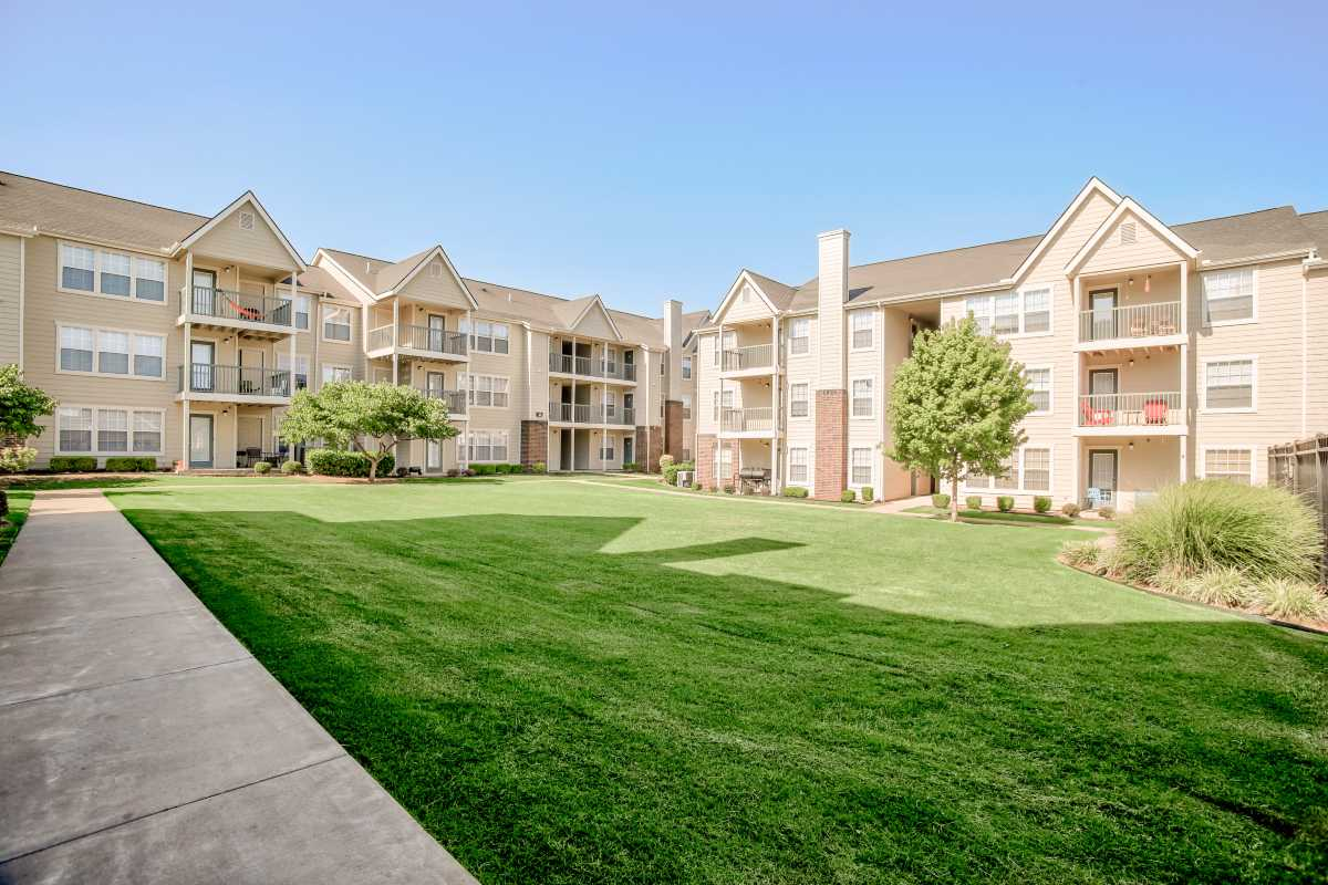 Lush Landscaping at the Oakmont Apartment Homes in Catoosa, OK