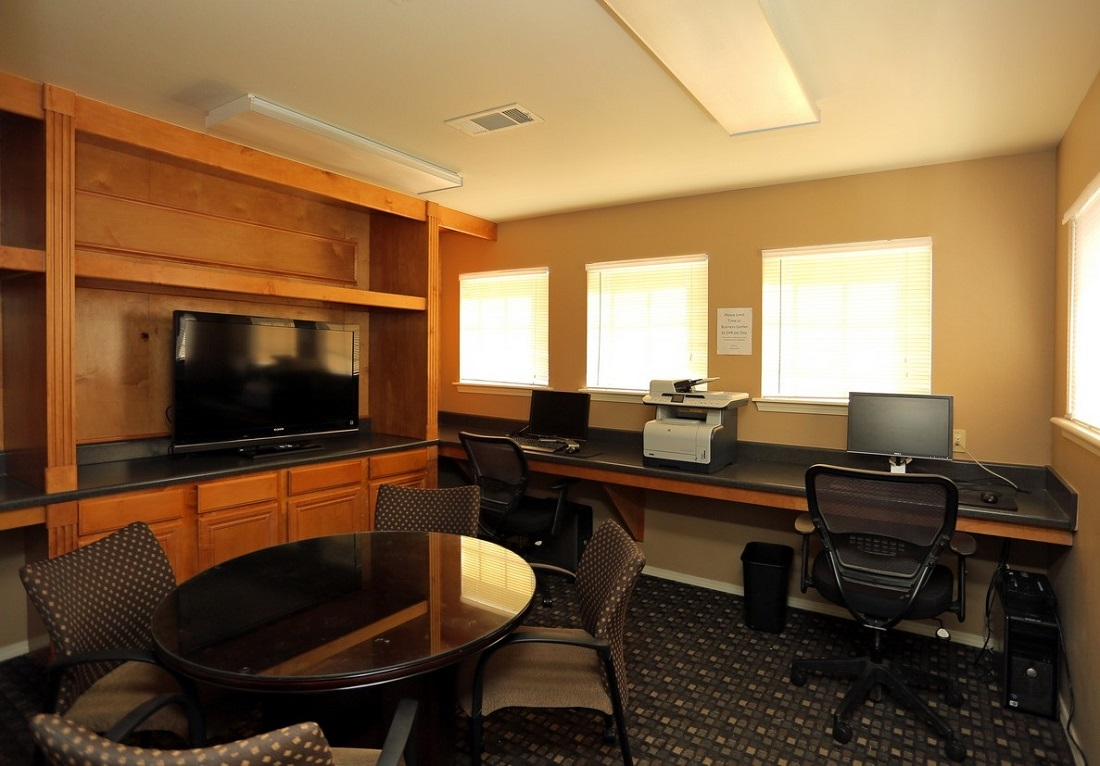 Business Center at the Oakmont Apartment Homes in Catoosa, OK