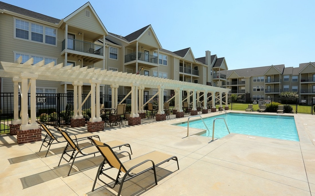 Sparkling Pool at the Oakmont Apartment Homes in Catoosa, OK