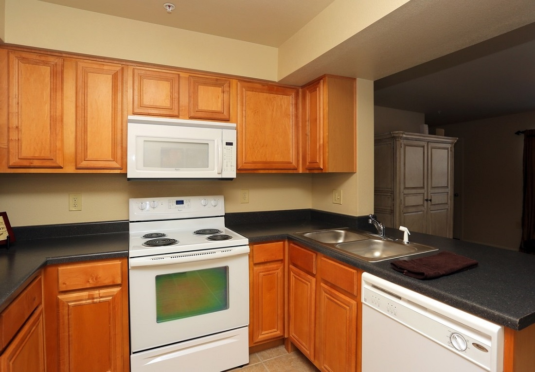 Kitchen Area at the Oakmont Apartment Homes in Catoosa, OK