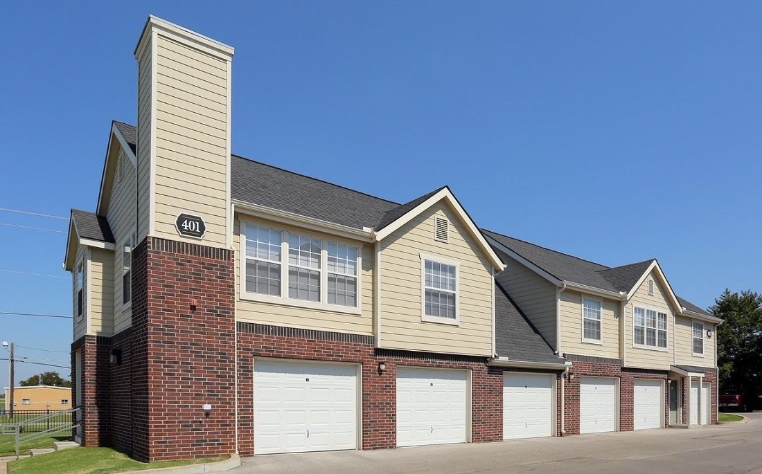 Exterior at the Oakmont Apartment Homes in Catoosa, OK
