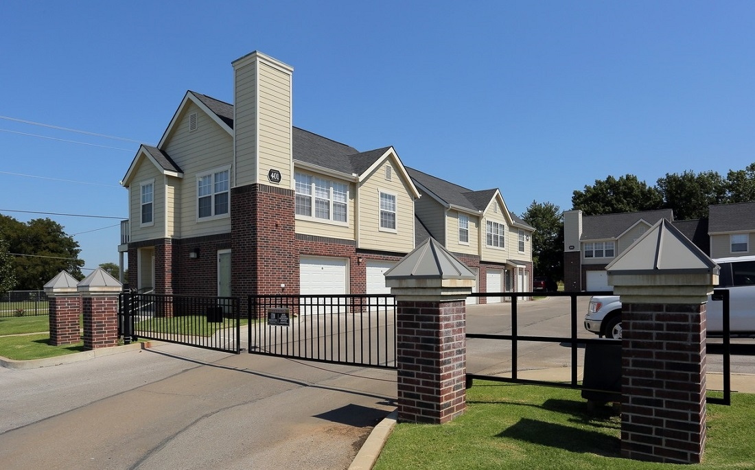 Entrance View at the Oakmont Apartment Homes in Catoosa, OK