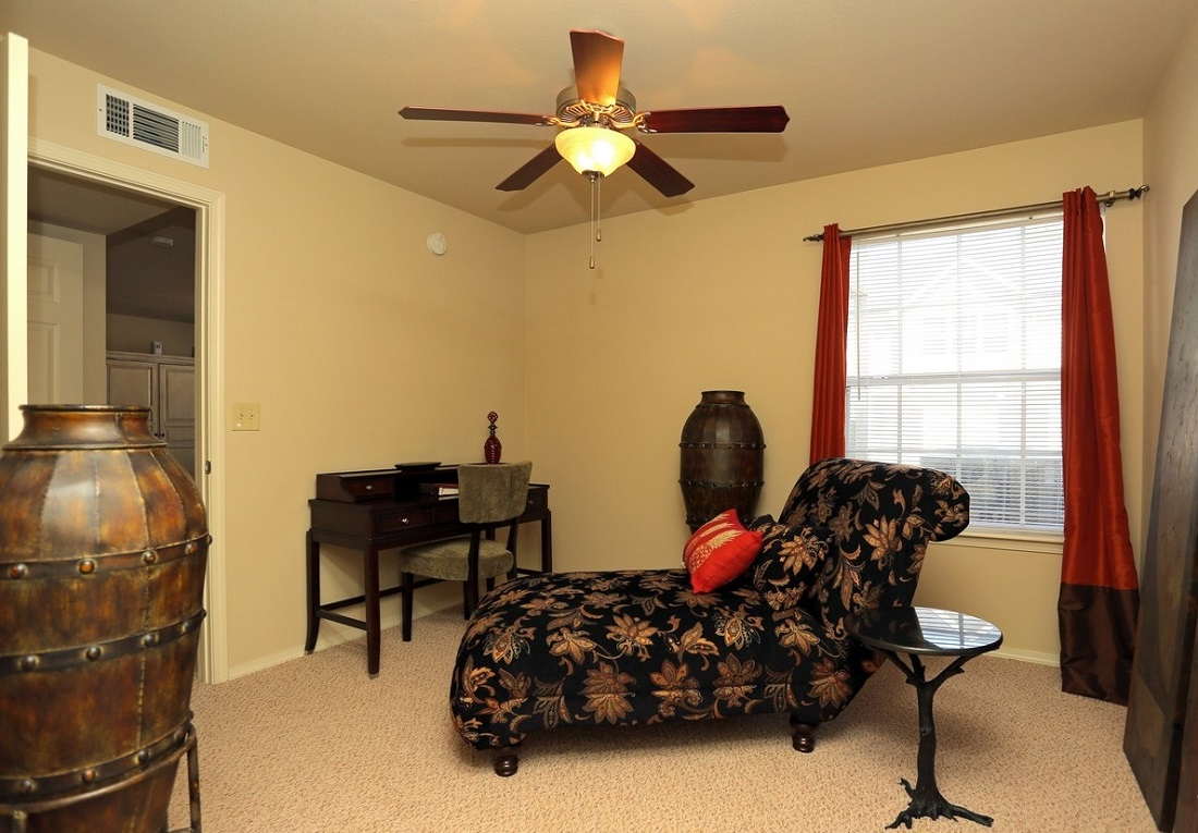 Living Area at the Oakmont Apartment Homes in Catoosa, OK