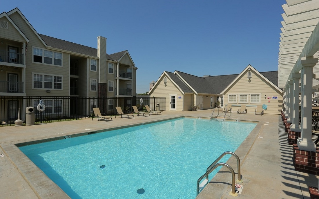 Large Pool at the Oakmont Apartment Homes in Catoosa, OK