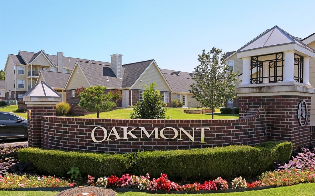 Welcome Sign at the Oakmont Apartment Homes in Catoosa, OK