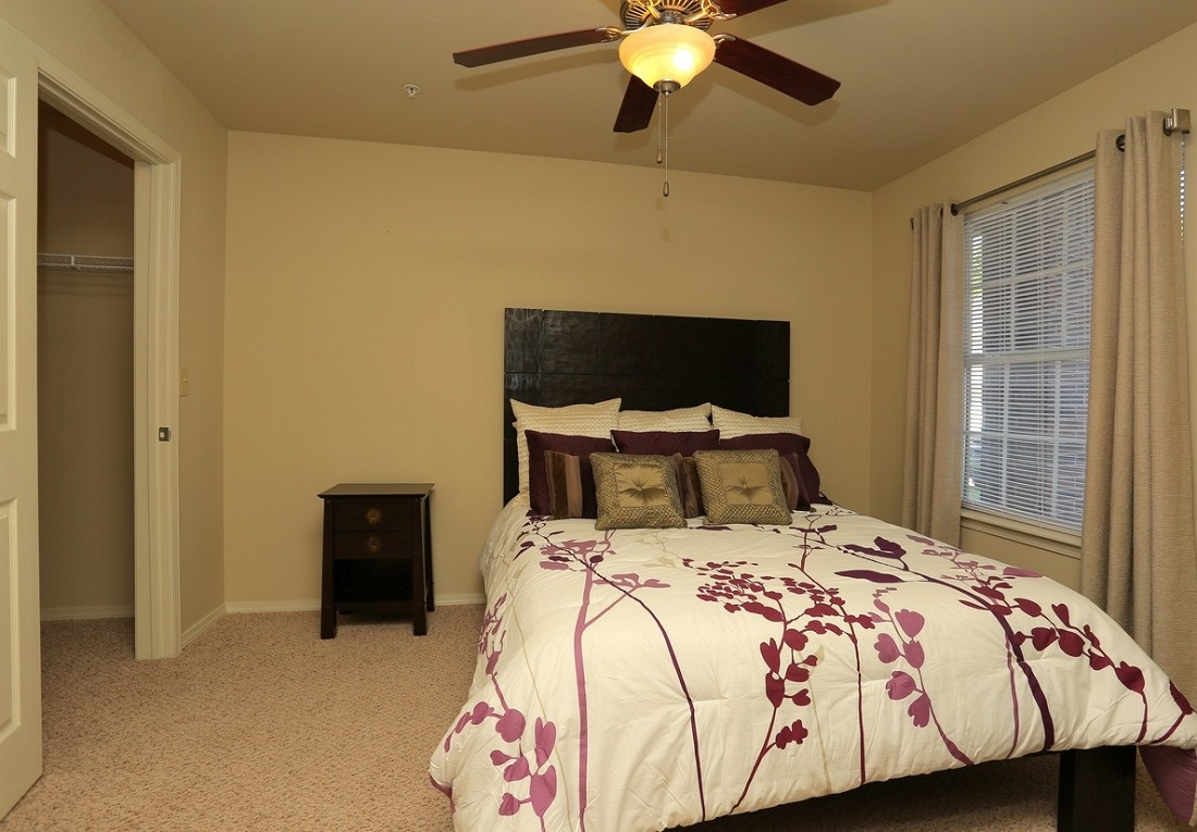 Bedroom at the Oakmont Apartment Homes in Catoosa, OK