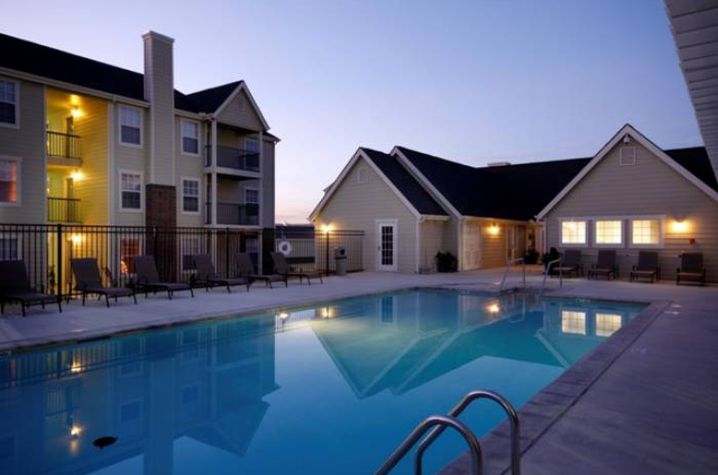 Pool at the Oakmont Apartment Homes in Catoosa, OK