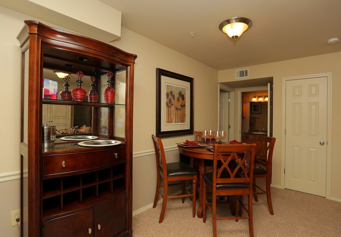 Dining Room at the Oakmont Apartment Homes in Catoosa, OK