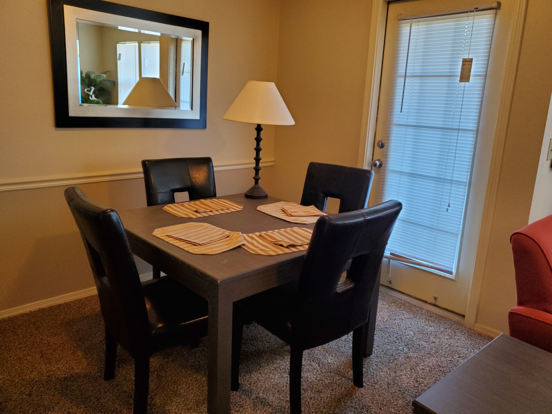 Dining Area at the Oakmont Apartment Homes in Catoosa, OK