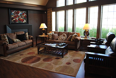 Sophisticated Clubhouse Lounge at the Oak Pointe Apartment Homes in Simpsonville , SC