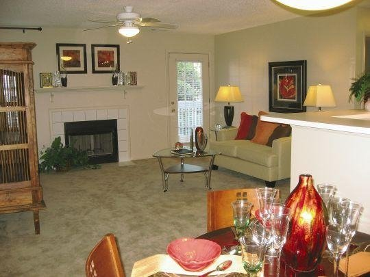 Living Area at the Oak Pointe Apartment Homes in Simpsonville , SC
