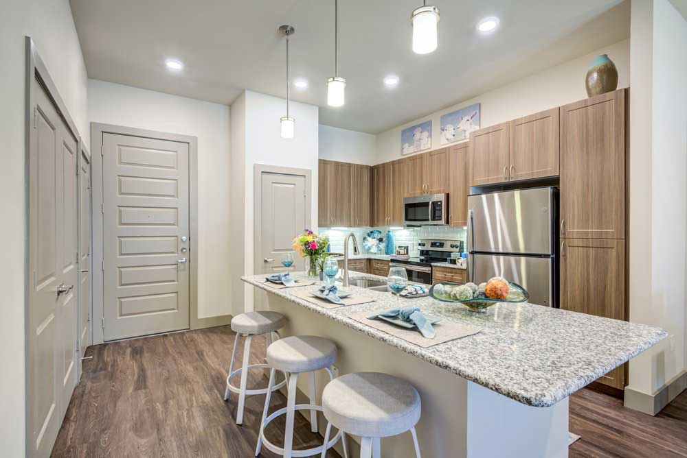 Modern Kitchen at Oaks 55 Apartments in Euless, TX
