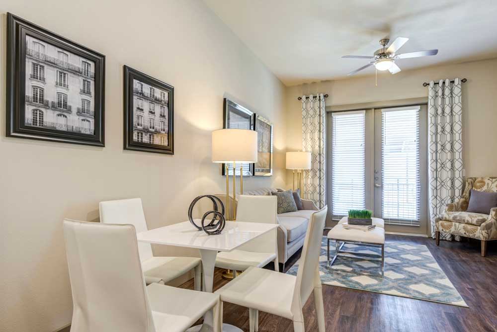 Dining Area at Oaks 55 Apartments in Euless, TX
