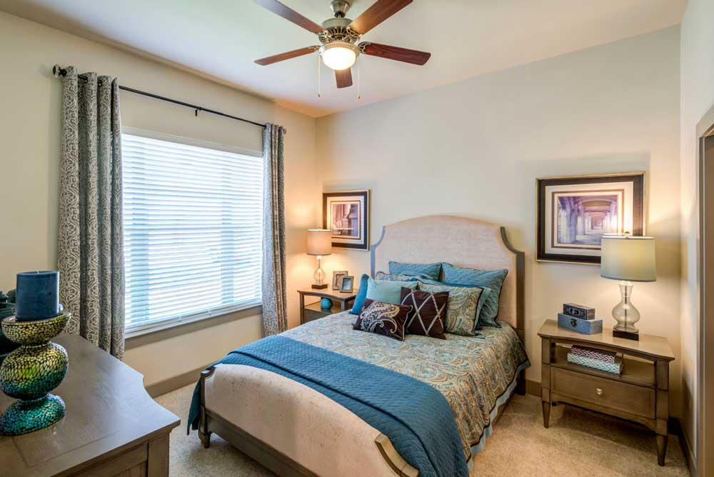 One Bedroom Apartments at Oaks 55 Apartments in Euless, TX