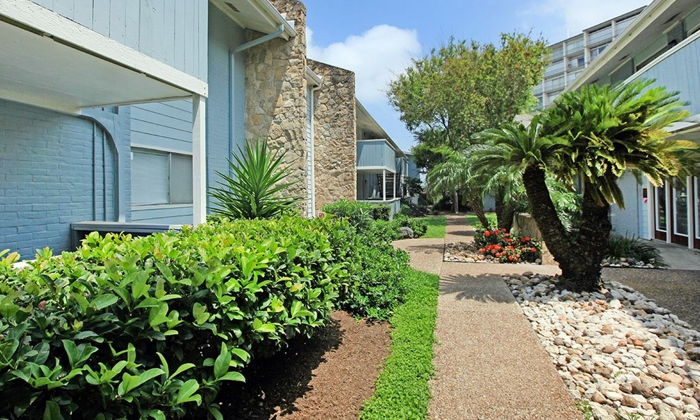 Walking Paths at Ocean Drive Estates Apartments in Corpus Christi, TX